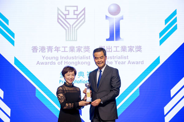 "Hon. CY Leung, Chief Executive of the HKSAR (Right) presented the ""Young Industrialist Awards of Hong Kong"" trophy to Ms. Glendy Choi, Chief Executive Officer of D&G Technology (Left)."