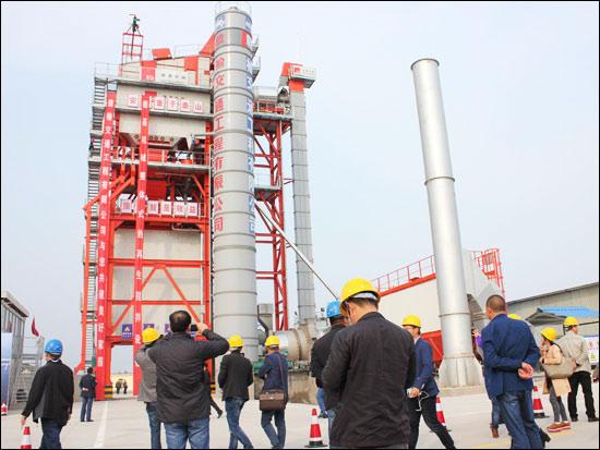 用戶現場觀摩德基機械整體式熱拌瀝青混合料再生設備